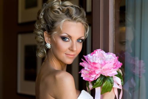 Свадебные прически на средние волосы без фаты. фото